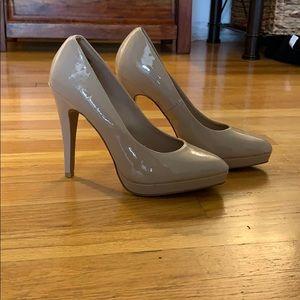 Tan patent leather pumps/heels